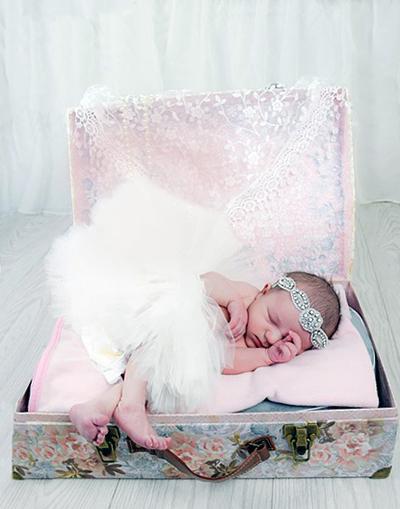 Newborn baby ballet tutu first photo shoot props portrait ideas.