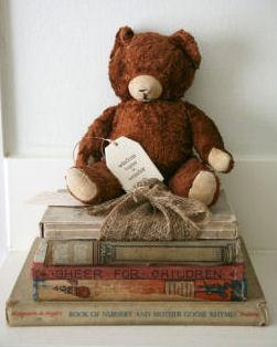 Vintage teddy bear book display idea in a baby nursery