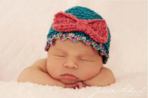 Newborn baby girl beanie hat crochet pattern with a bow made with chunky yarn