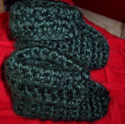 Crochet jingle bell Christmas elf baby booties crocheted w bulky super chunky Alpaca yarn
