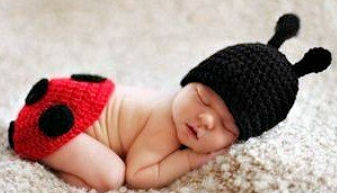 Red and black crochet ladybug newborn baby hat photo prop idea