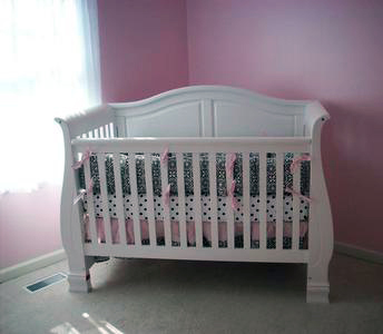 Picture of a white Jardine Madison 4 in 1 baby crib