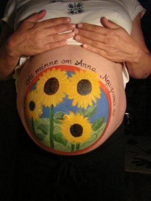 More pregnant belly pictures in our countdown - Sunflower tummy painting
