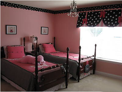 Pink and black bedding has been all the rage for a while but don't count