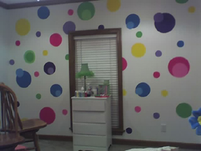 How to paint circles and polka dots on the wall without using stencils, decals stickers appliques or wallpaper cut outs