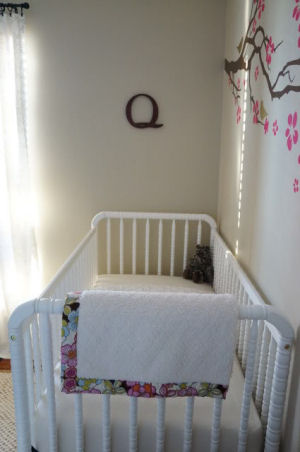 White vintage style convertible Jenny Lind DaVinci baby crib with conversion rail