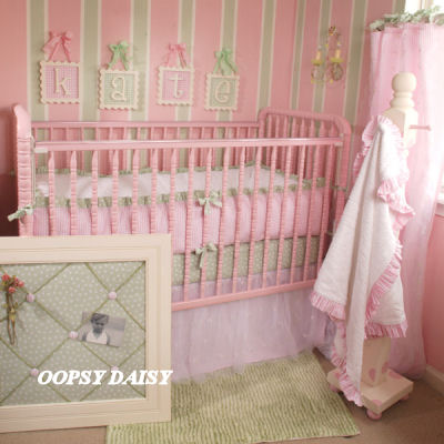 Nursery painting ideas baby nursery decorating ideas for Painting stripes on walls in kids room