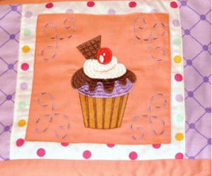 Cupcake crib bedding set with appliqued quilt and 3D applique
