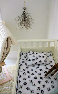 DIY Fitted puppy dog paw prints crib sheet in black and white