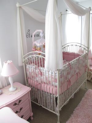 Juliet's beautiful crib from Bratt Decor, love it!