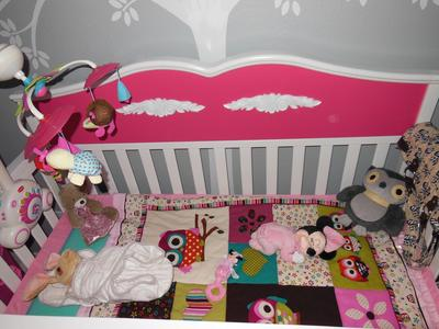 The patchwork baby crib quilt with owl theme appliques on the blocks and the mobile.