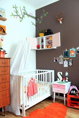 Retro baby nursery with an orange chocolate brown and blue color scheme