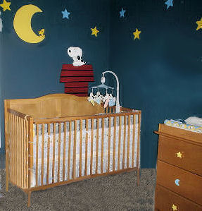 baby snoopy nursery,crib bedding,wall mural,nursery theme,decorating ideas,painting techniques