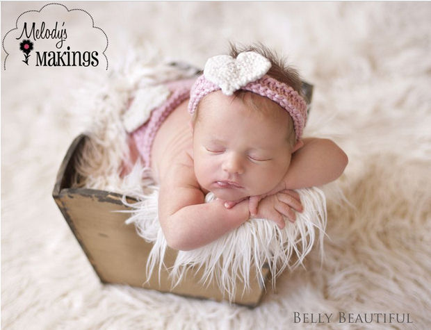 Baby girl diaper cover knitting pattern.  Knitted baby diaper cover and headband set with a heart on the head band.   A sweetheart photo prop perfect for a newborn infant girl first photo shoot.